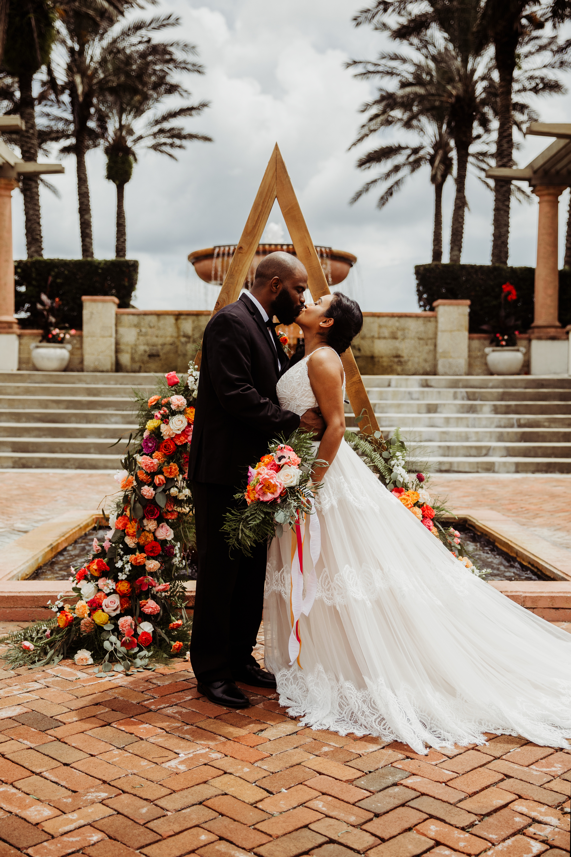 Wedding Photography & Engagement Photography, bride and groom kissing in front of fountain
